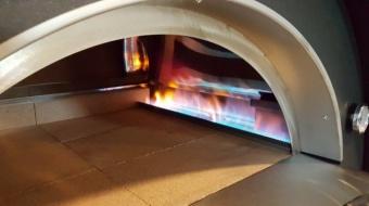 Печь Clementi Maxi Pulcinella 100 с окрашенной крышей на газу